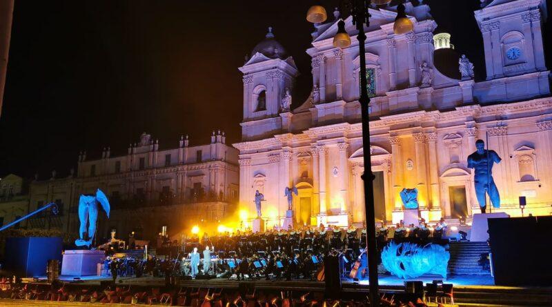 Bocelli concerto scalinata Noto