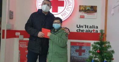 Bimbo dona risparmi a Croce Rossa Caltanissetta