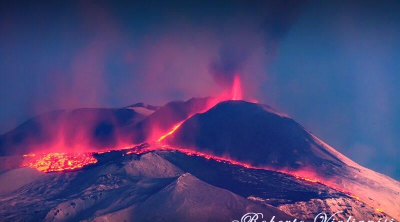 Etna eruzione lava 22 dicembre 2020