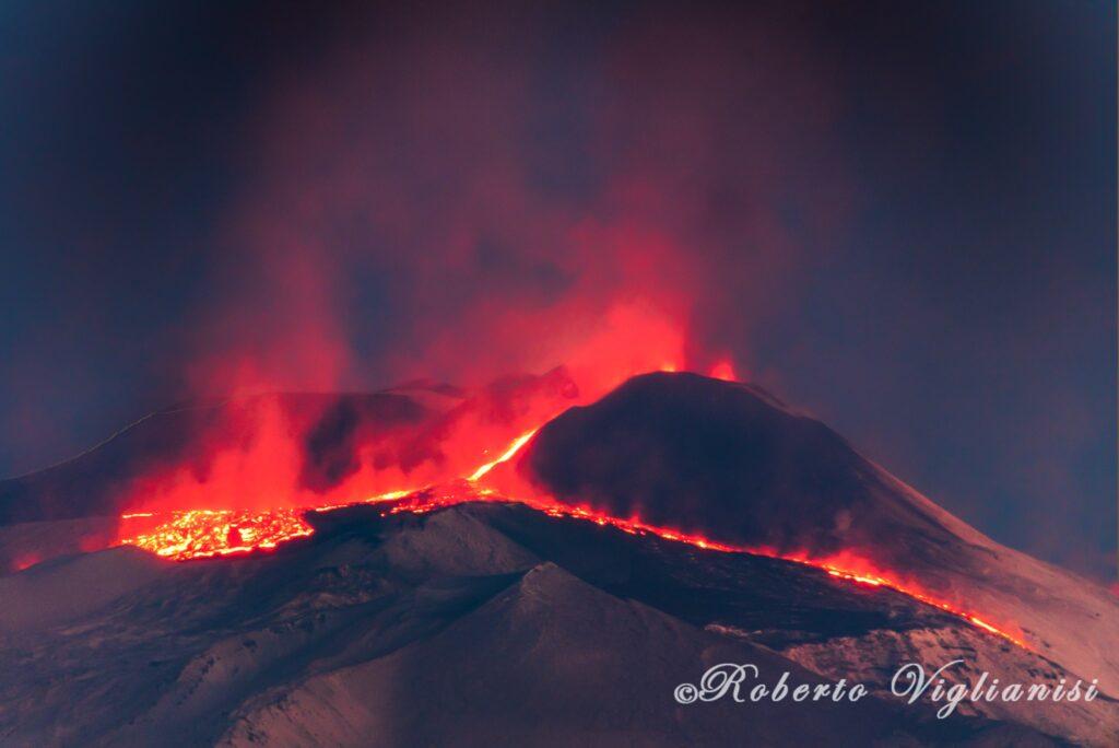 Etna eruzione fontana lava