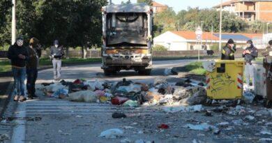Esplosione rifiuti san giovanni Galermo Catania live