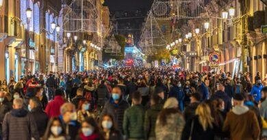 Via Etnea piena di gente 8 dicembre