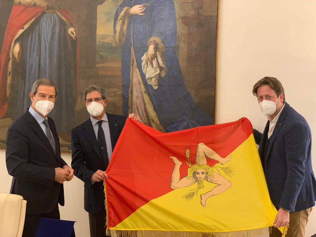 Donaziona bandiera Sicilia Luna Rossa