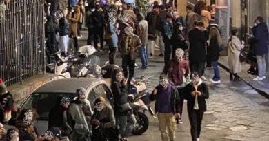 Catania live assembramento piazza Currò Ostello