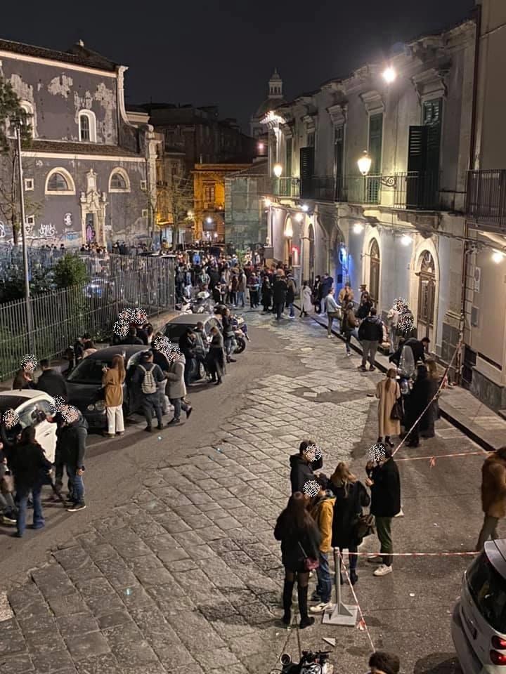 Catania live assembramento piazza Currò Ostello locale