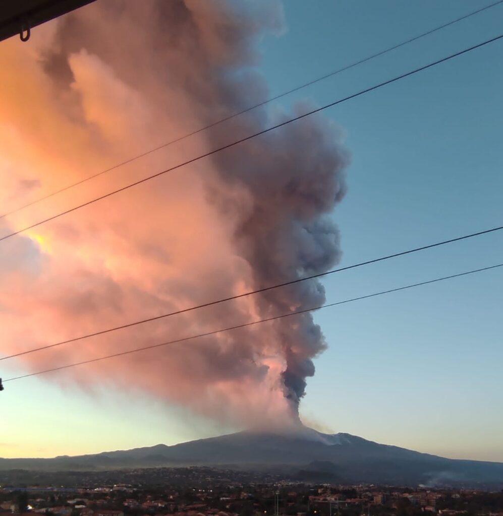 aeroporto Catania chiuso eruzione etna