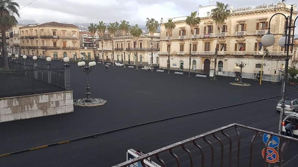 Giarre piazza eruzione Etna