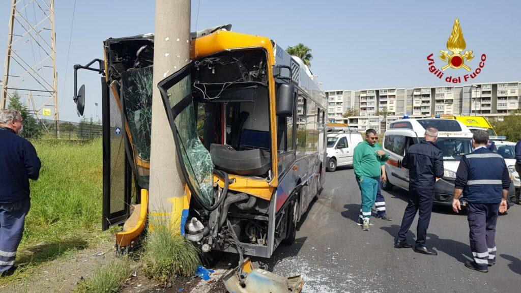 Bus Amt incidente Catania