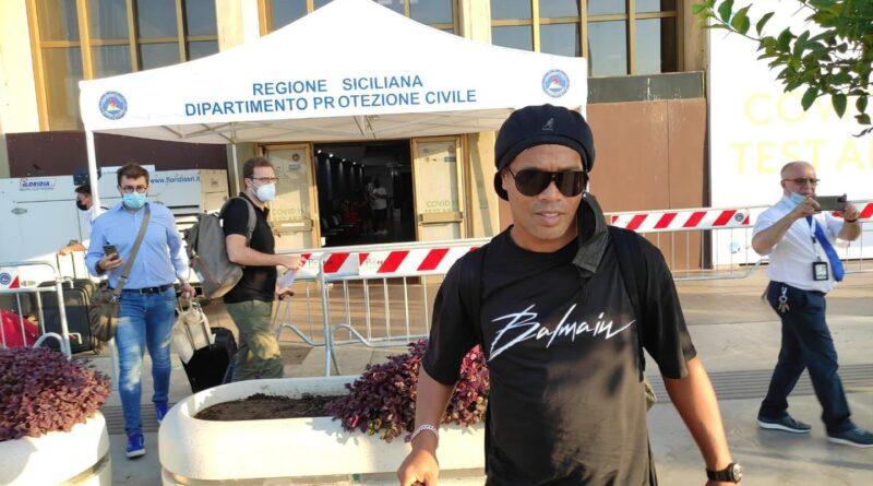 Ronaldinho aeroporto catania sicilia