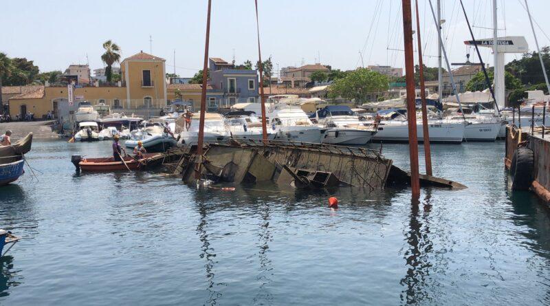 porticciolo ognina catania barca